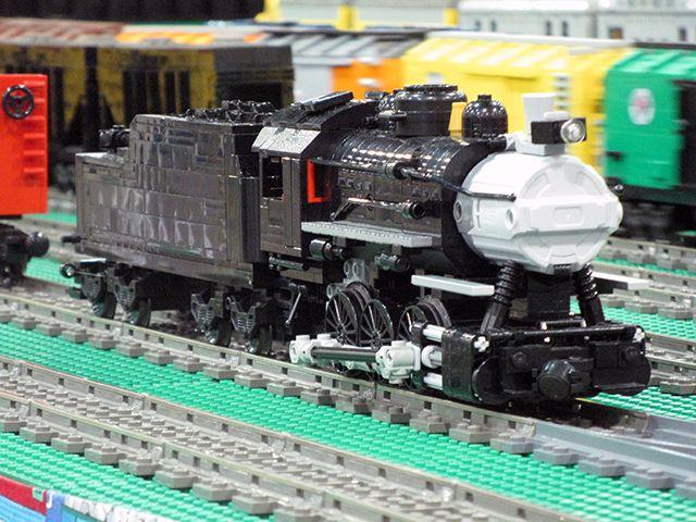 Une locomotive de manœuvre 030, par Benn Coifman, motorisée avec un moteur PFS XL