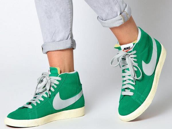 Спортивная одежда и обувь nike