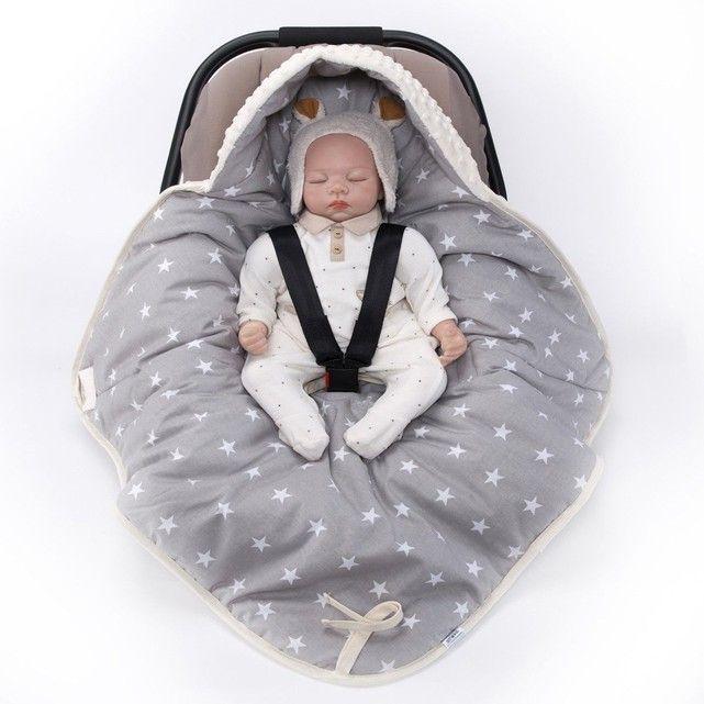 Vous rêvez d'une couverture douce pour faire dormir votre bébé confortablement, qui s'adapte parfaitement à votre cosy, siège auto? Une couverture que vous n'aurais jamais à ramasser et qui s'utilise dès la naissance? Sevira kids vous présente sa toute nouvelle couverture nomade universelle pour le cosy, le siège auto ou la poussette. Réversible elle s'adaptea tout les systèmes harnais 3 ou 5 points. Sortie de maternité, sieste ou balade: Offrez à votre bébé u...