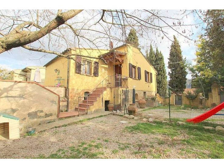 Volterra Villa with Gated Land, in a countryside hamlet just 3.7 km from the historic centre.  http://www.retemax.com/volterra-villa-with-gated-land-o632585.html