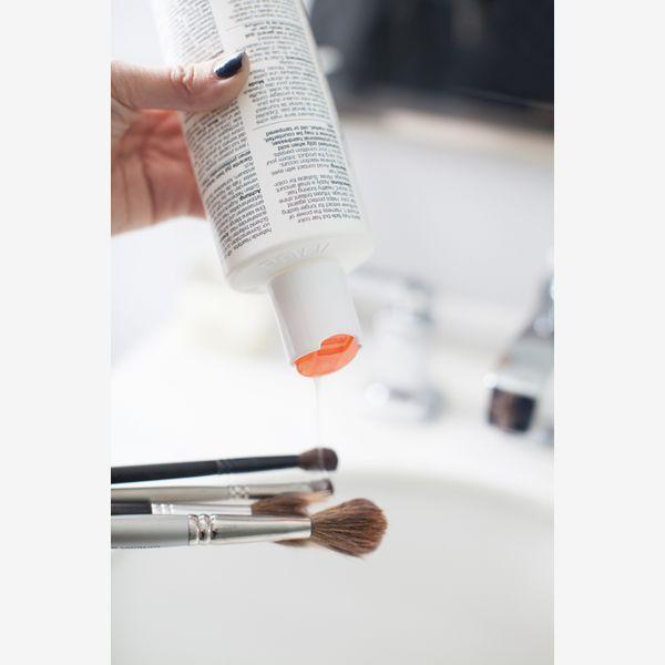 8 Βήματα για να Καθαρίσεις σωστά τα πινέλα του μακιγιάζ