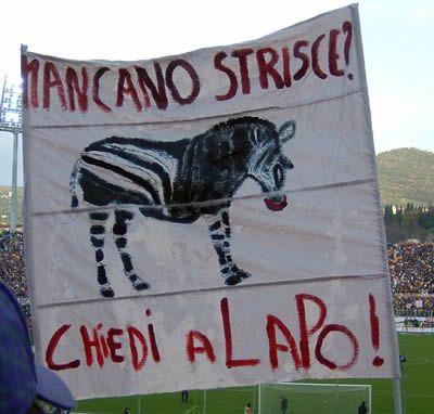 #Striscione dei tifosi fiorentini in @ACF_Fiorentina-@juventusfc durante il campionato di calcio @SerieA_TIM 2011-2012