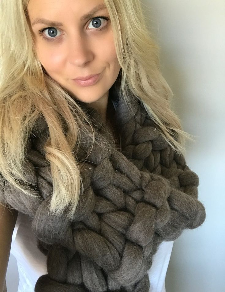 #faceofchunkyknitstyle #merinowool #chunkyknits #chunkyscarf #scarf #scarves #brownscarf #superchunkymerinowool #sosoft