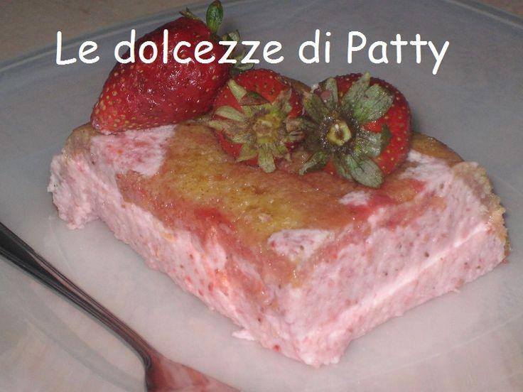 BAVARESE DI FRAGOLE - Qui la #ricetta #BlogGz: http://blog.giallozafferano.it/sanpatty/bavarese-di-fragole-ricetta-con-pavesini/ #GialloZafferano #bavarese #fragole #pavesini #dessert