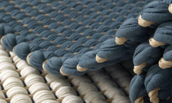 Tapis en fils de papier et bandes de coton tissés à la main en Finlande: Hanna Korvela