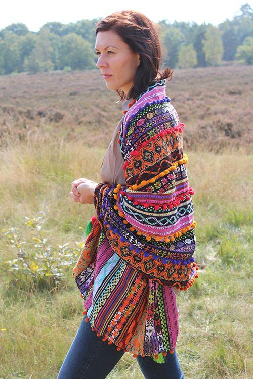 B.loved Sjaal Pom Pom € 69,95 #bloved #beloved #sjaal #colorful #poncho #bohemian #heide #bos #mode #kleding #moderood