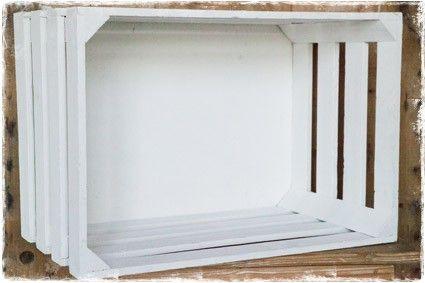 Witte houten krat voor het opbergen van bijv. kleden, kussens of speelgoed. #opbergen, @janenjuup