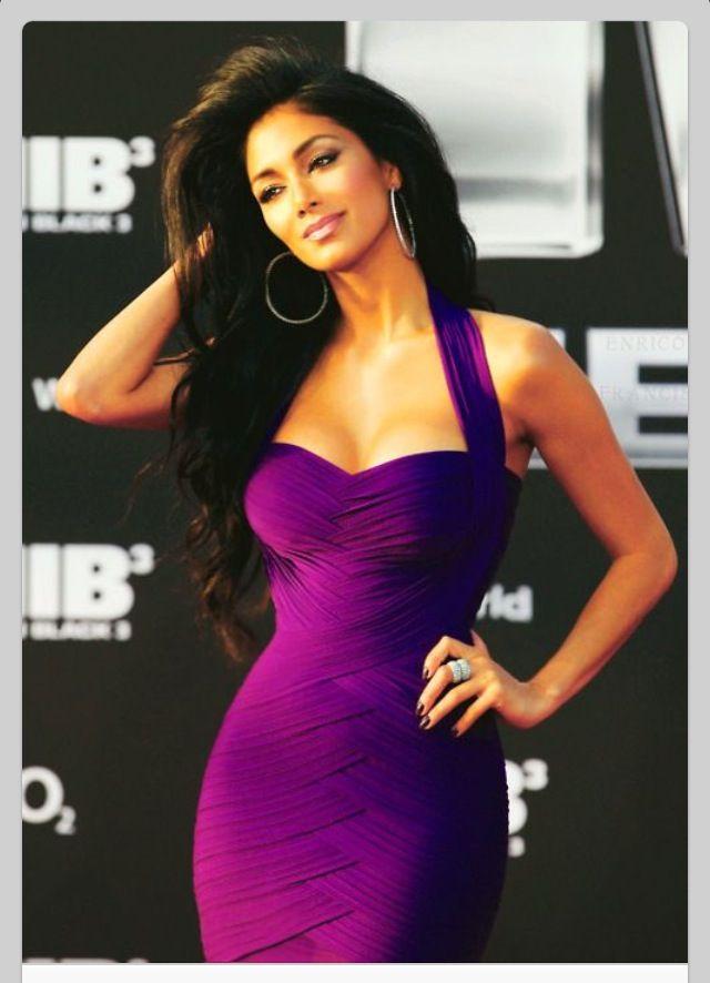 Nicole Scherzinger - amazing body, amazing dress