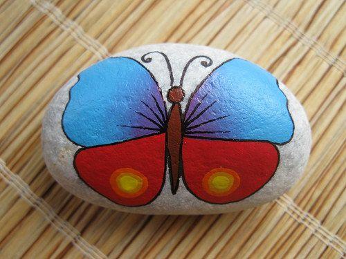 malovaný kámen - motýl
