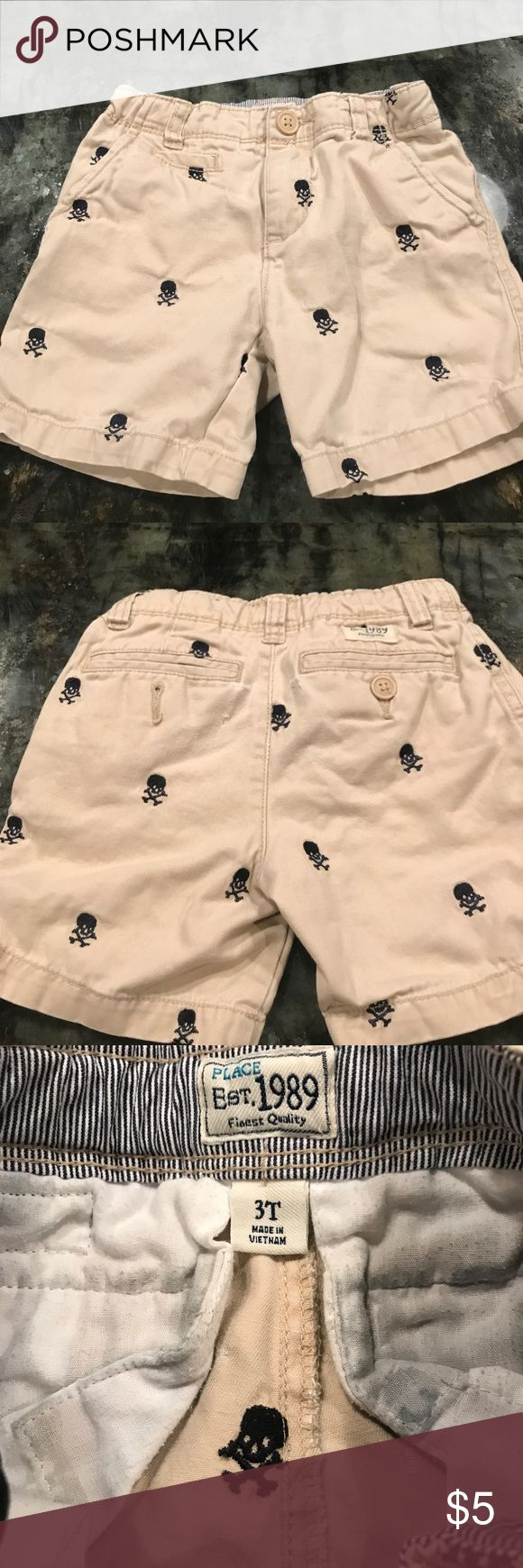 Children's Place Khaki Skull & Crossbones 3T Short Children's Place Khaki Skull & Crossbones 3T Shorts - these are well made and show some wear in the back as shown in pictures. Priced accordingly. Price is firm unless bundled. Children's Place Bottoms Shorts