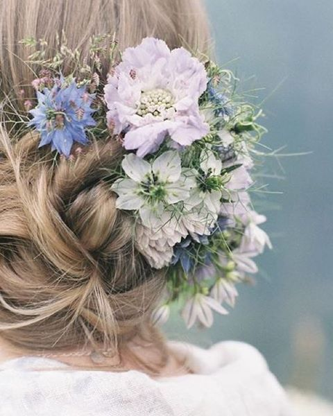 Sunday hair vibes ✌️blooms by @thegardengateflowerco  image by @taylorandporter