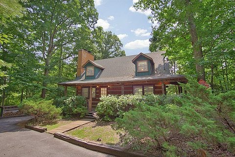 Amazing Majestic Oaks cabin rental in Pigeon TN