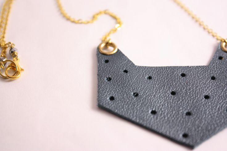 Pelleapois - Pendente grigio-azzurro : Collane di lematildine