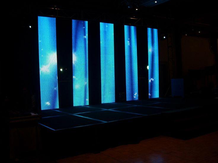 Con pantallas LED de fondo de escenario