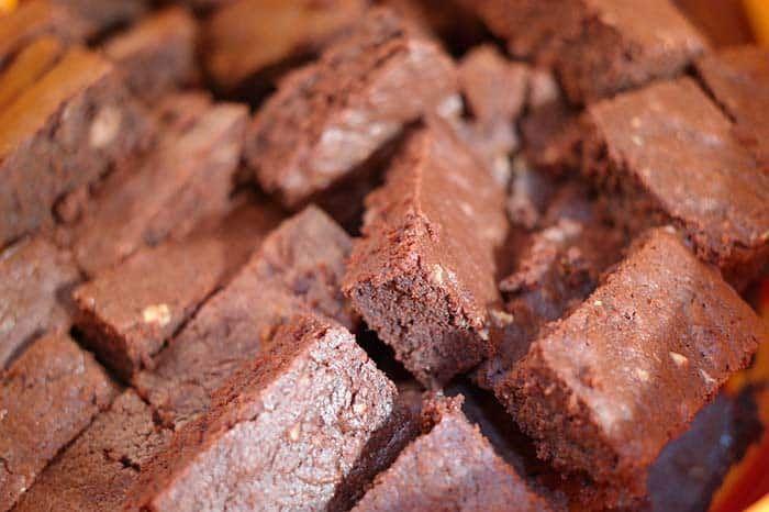 Cómo Hacer Brownie De Chocolate Comedera Recetas Tips Y Consejos Para Comer Mejor Recipe Sweet Potato Brownies Brownie Recipes Almond Recipes