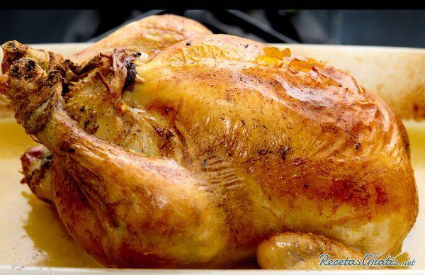 Pollo relleno de Navidad - http://www.recetasgratis.net/Receta-de-Pollo-relleno-navideno--receta-6467.html