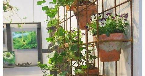 Vägghylla av armeringsmatta !   Måste visa några smarta och kreativa idéer från Nordiska Trädgårdar som den här vägghyllan av armer...