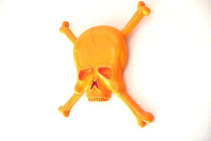 Love Orange skull & Bones.