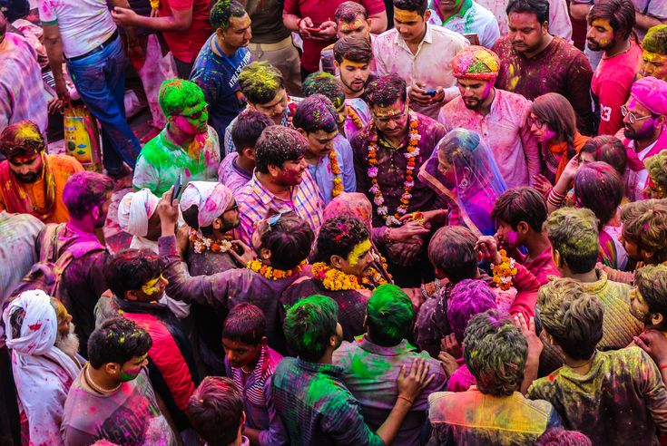 Barsana Hud-Dung Holi.  Holi, the festival of colors is celebrated with a great deal of fervor and enthusiasm throughout the state of Uttar Pradesh. But differences mark the way in which they are celebrated. The small town of Barsana located at a distance of about 42 km from Mathura is well known for its distinctive manner of celebrating Holi. Barsana, the birth place of Radha, Lord Krishna's beloved attracts a large number of visitors each year when it celebrates Holi.