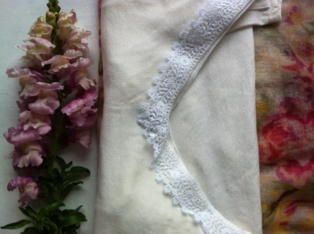 maglietta bordo pizzo, foulard cachemire Paglia Milano