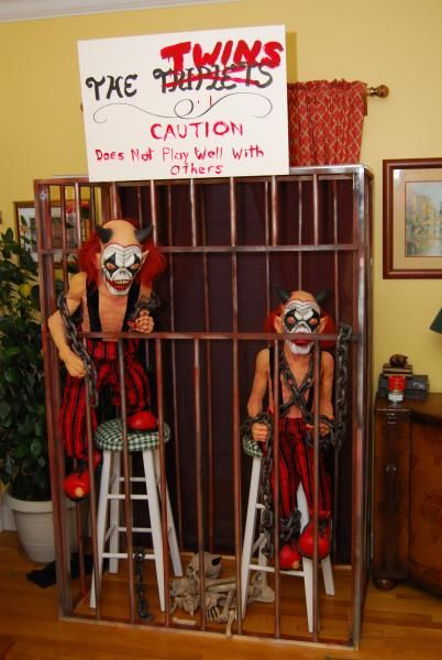 pvc cage.: Halloween Parties, Halloween Decor, Cages Ideas, Frames Size, Window Open, Pvc Pipes, Halloween Clown, Wood Frames, Halloween Ideas