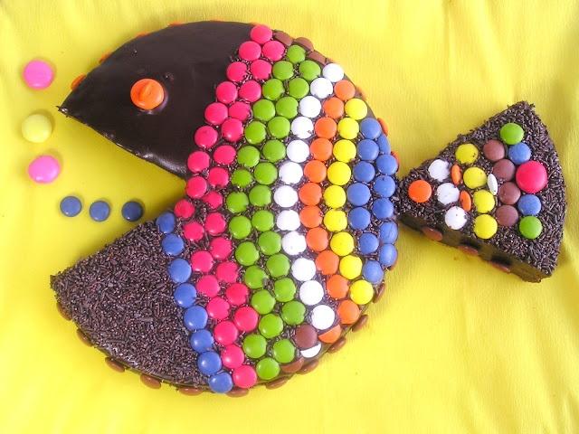 Pastís de xocolata i lacasitos/Chocolate cake and m