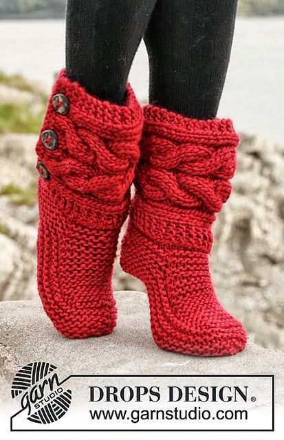 iKNITS: REWRITTEN CABLE SLIPPERS PATTERN