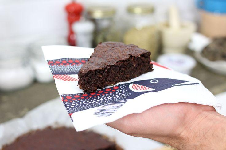 Una torta di cioccolato e barbabietole, due ingredienti che uniti danno un risultato davvero interessante. Ecco una ricetta senza glutine e senza latticini!