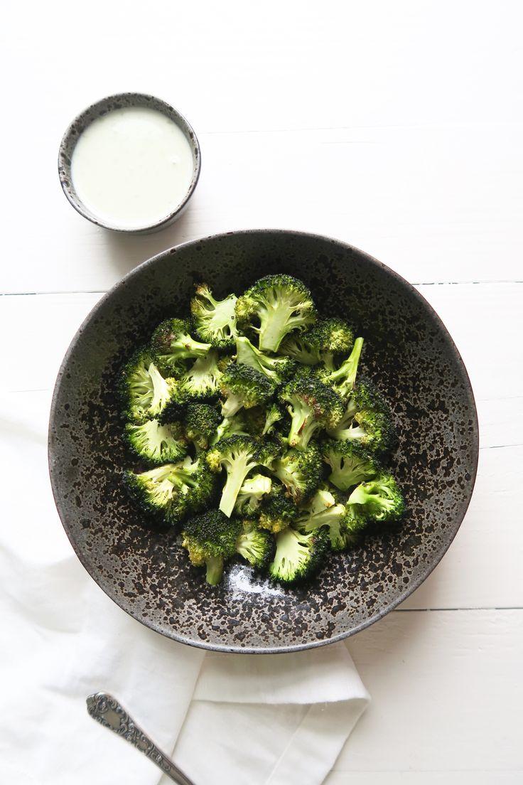 Geroosterde broccoli uit de oven met kaassaus