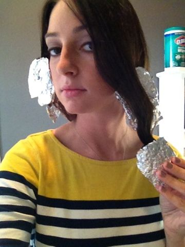 Happy Little Hummingbird: Cooking Curls. Get beach wavy hair that lasts all day by using her steps with aluminum foil!