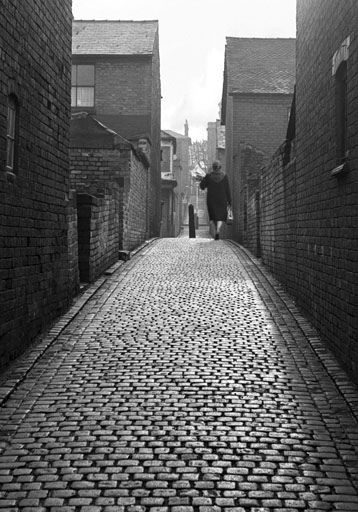 This was close to where I was brought up. the Bridle Path ran between the streets of terraced houses.  You can view all these on:  Ken_Davis_Archive on Flickeflu