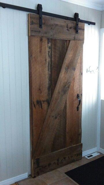 Porte de bois de grange fabriquée à la maison.