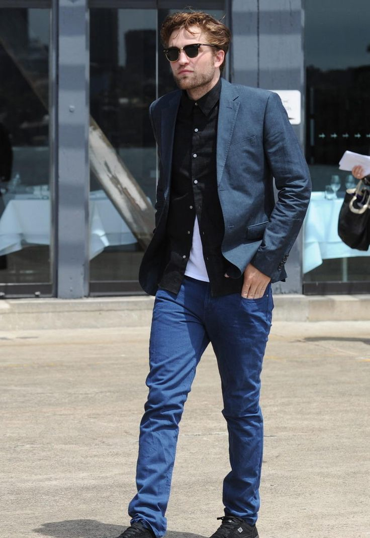 Robert Pattinson is out and about with this blue and black ...
