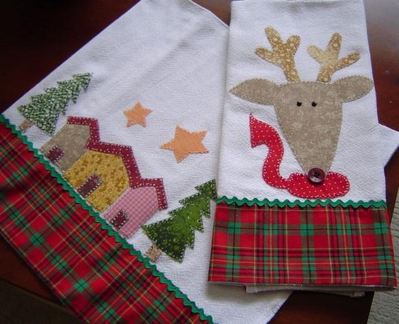 Pano de cozinha de algodão com aplicações e barra em tecidos e motivos natalinos.