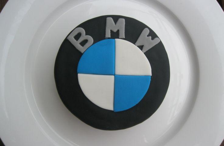 BMW Törtchen aus Schokokirschkuchen