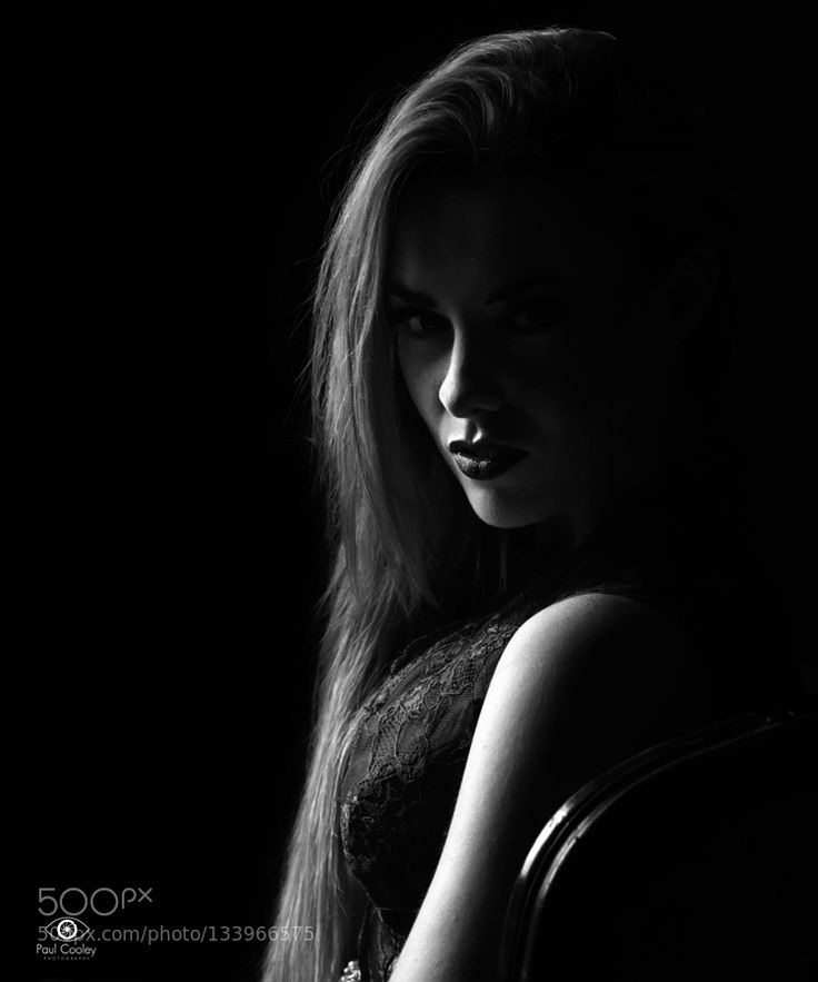 Sarah-Jane – Gepinnt von Mak Khalaf Ab Oktober 2014 mit Sarah-Jane & Sarah Black and White BeautyBeautyifulBlack and WhiteDarkPortraitStunning by coo …