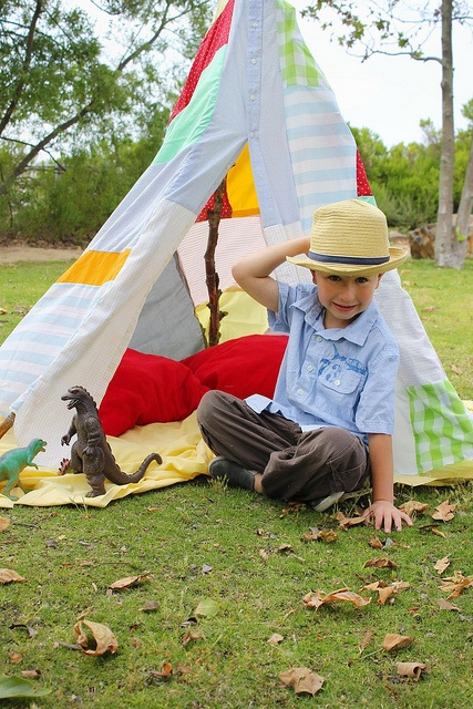 Cute homemade teepee. I bet kids would love this!