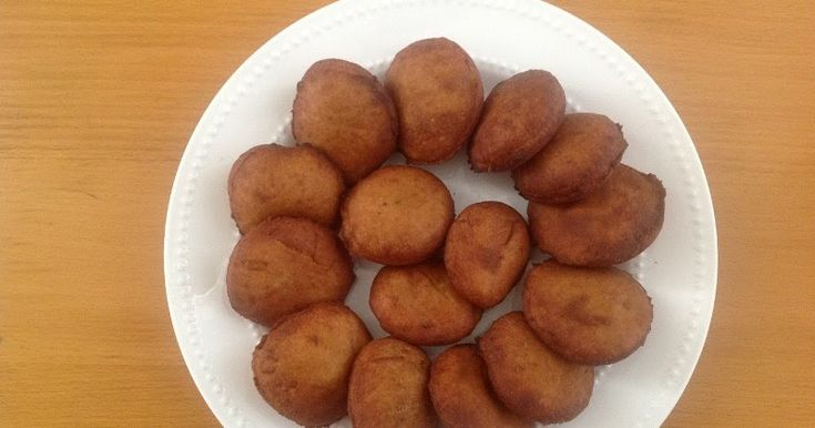 Mangalorean Banana puri, is one of the famous Konkani breakfast . In konkani language , these puris are known as Kelyachi  Bansa . These sw...