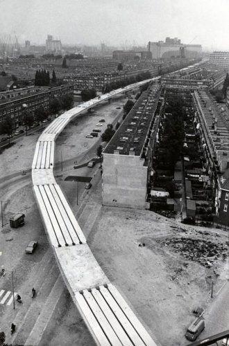 Metro Rotterdam in aanbouw van bovenaf gezien. Jaartal onbekend.