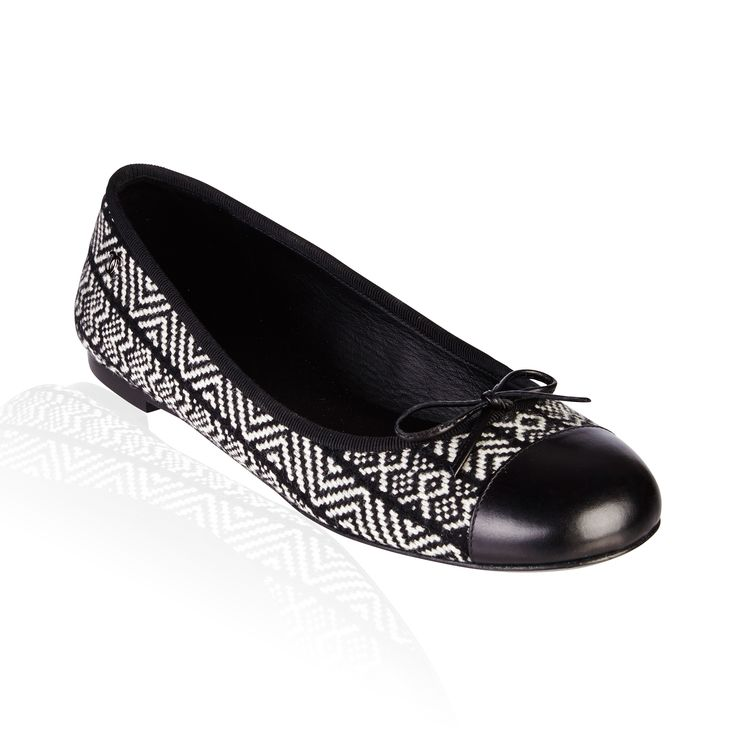 Black/Voire Flat - Chanel Ballerina Flat Black /Voire Classic combination of woven fabric & leather