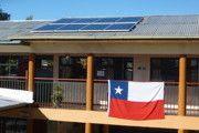 Colegio Domingo Faustino Sarmiento  06/2014, Puente Alto, Chile   Potencia: 1.96 kWp  Producción de energía: 3'300 kWh/año   Ahorro de CO2: 1.42 t/año    Tipo de instalación: Sobre el tejado, Redes