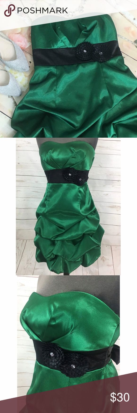 "Emerald Green Holiday Dress w/ a pick up skirt ""Own the room in this stunning Emerlad green cocktail dress. Perfect for the holidays. This strass dress is made of 95% Polyester and 5% Spandex, Lininf 100% polyester. Features a sweetheart neckline, a pick up balloon skirt and a black tie back belt with front embelishments. Made in the Philippines. Measurements laying flat B: 13"""" W: 12.5"""" L:27"""" fits a juniors size 5. "" Iz Byer Dresses Strapless"