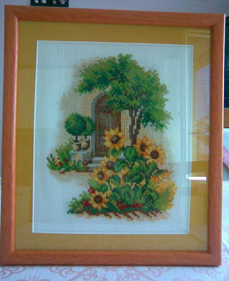 Křížková výšivka - obrázek - slunečnice u dveří