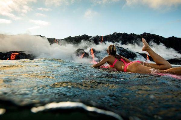 Купание возле вулкана Килауэа, Гавайи Интересное, девушки, бикини, Фото…