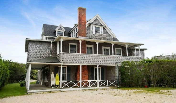 Classic Hamptons Beach House Sits Among Seafront Monsters - House of the Day - Curbed National