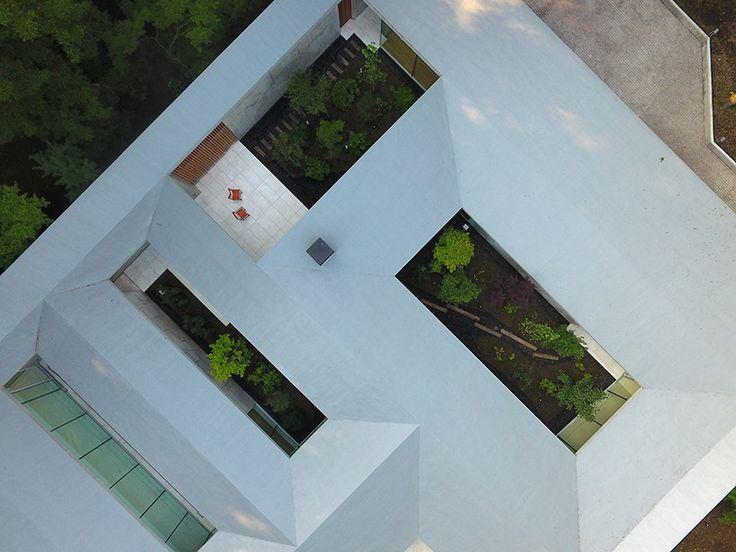 assistant--hiroi-ariyama-&-megumi-matsubara-its-is-a-garden-house-japan-designboom-02