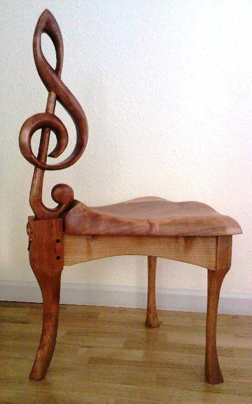 Muziekstoel, creëert een muzikale sfeer! Voor meer stoelen kijkt u op: http://eetkamerstoelen365.nl/