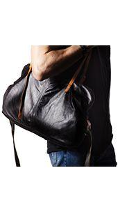 Borsa in vera pelle , modello Bag one. In colore testa di moro e nero, pratico e resistente il borsone in vera pelle è l'accessorio perfetto per completare il tuo look. Dotata di una chiusura con zip, con tracolla regolabile di colore in contrasto, la borsa di pelle è classica e al tempo stesso versatile.