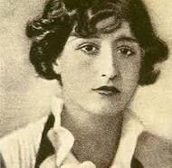 MARUJA MALLO (Lugo1902- Madrid1995)  Entre 1913 y 1922 vivió en Avilés (comenzó a pintar en la Escuela de Artes y Oficios).  Se  considera perteneciente a la Generación del 27 (aunque apenas se mencione cuando se hable de esta Generación), Artista muy activa en relación a las vanguardias y su experimentación plástica. Se relacionó con Dalí, Bueñuel, Lorca, Alberti, María Zambrano, Gabriela Mistral, Max Enrs,etc.  Su biografía es extensa e interesantísima. Es incomprensible su poca…