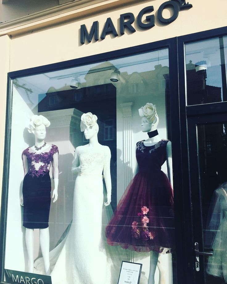 #showroom #showroomdresscode #dress #luxurydress #luxuryaccessories #luxury #eveninggown #eveningdress #weddingdress #windowdress #window #margo #margoconcept #womaninlove #burgundydress #ivory #burgundy #lace #embroidery #swarovski #brasov #dresstoimpress #dressoftheday #dresspremium #solstiss #3dflowers #3Dflowersdress #swarovski #velvet #brasov #rochiideseara #rochiideocazie